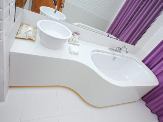 Avonite Fitted Bath and wash basin