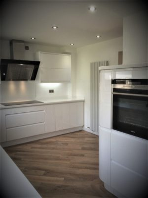 Tristone Frost Land Worksurface with Remo Gloss White Doors 2